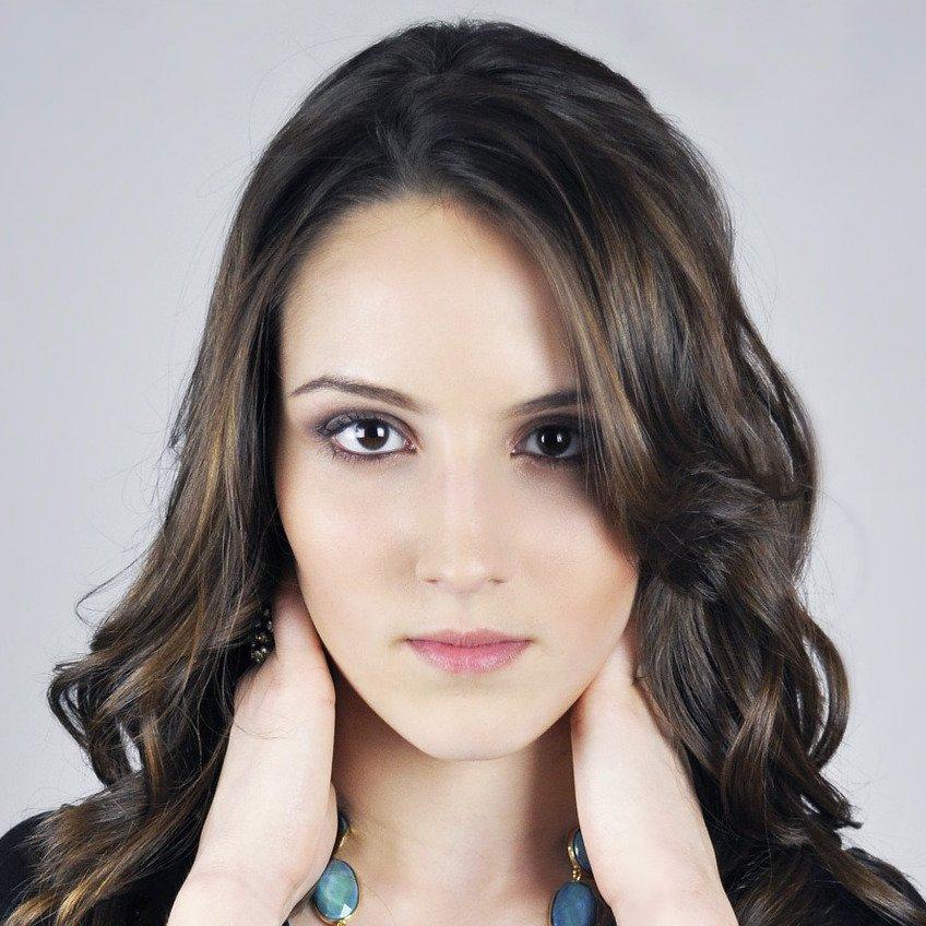 Body & Hair Shop - pixabay model 1